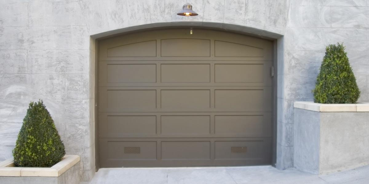 Sectionale garagedeur landelijke stijl